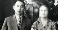Кыргыз прозасынын жана кесипкөй котормочулуктун башында турган жазуучу Касымалы Баялинов жубайы Наджат менен