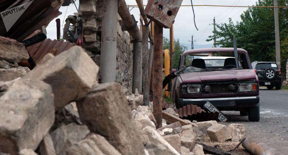 Тоолуу Карабахтагы талкаланган үй жана автоунаа