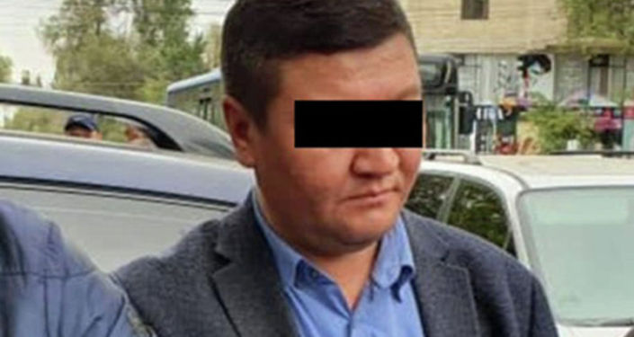 В Бишкеке задержан оперуполномоченный Госслужбы по борьбе с экономическими преступлениями с поличным, при получении взятки в 1 500 долларов
