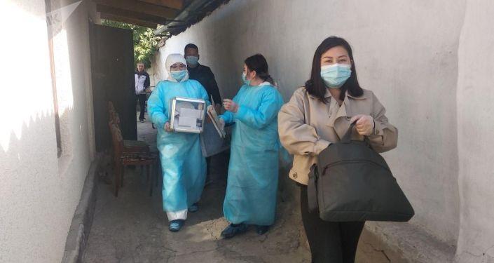 Ход голосования вне избирательных участков в Бишкеке на выборах седьмого созыва Жогорку Кенеша