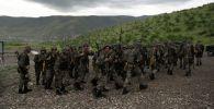 Солдаты покидают военную зону после стрельбы на военной базе Матагис, Нагорных Карабах. Архивное фото
