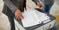 Бюлетени на избирательном участке №1327 в городе Бишкек. Архивное фото