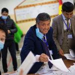 Парламенттеги орун үчүн 16 саясий партия катышты. Жогорку Кеңешке 7 пайыздык босогодон өткөндөр келет