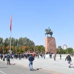 На площади Ала-Тоо в Бишкеке проходит митинг граждан и представителей партий, которые недовольны результатами выборов в Жогорку Кенеш.