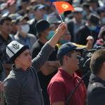 Митинг граждан и представителей партий, которые недовольны результатами выборов в Жогорку Кенеш на площади Ала-Тоо в Бишкекей