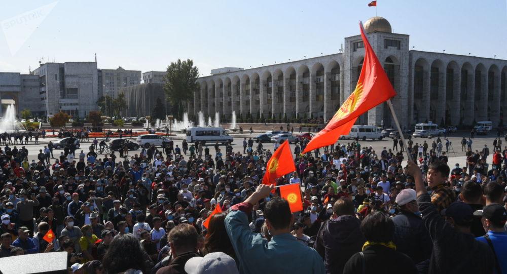Шайлоо жыйынтыгына нааразы болгондордун Бишкектеги митинги