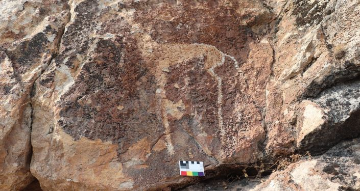 Археологический памятник Суроттуу-Таш в селе Кызыл-Кыштак Кара-Сууйского района Ошской области