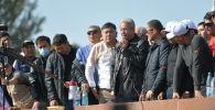 Лидер партии Бутун Кыргызстан Адахан Мадумаров выступает на митинге на площади Ала-Тоо в Бишкеке