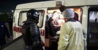 Карета скорой помощи на площади Ала-Тоо после разгона митингующих, недовольных результатами выборов в Жогорку Кенеш