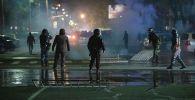 Беспорядки после митинга граждан и представителей партий, недовольных результатами выборов в Жогорку Кенеш. Архивное фото