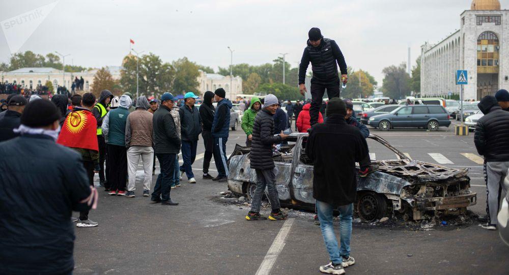 Ала-Тоо аянтындагы митингдин катышуучулары