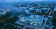 Пожар в здании Белого дома, после штурма митингующими в Бишкеке