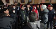 Элдик күзөттөр Бишкек шаарынын мэриясынын жанында турушат