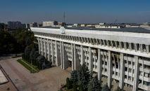 Вид с высоты на здание Жогорку Кенеша. Архивное фото
