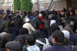 У Дома правительства сегодня проходят акции протеста. Часть митингующих выступала за Садыра Жапарова, другие за люстрацию чиновников.