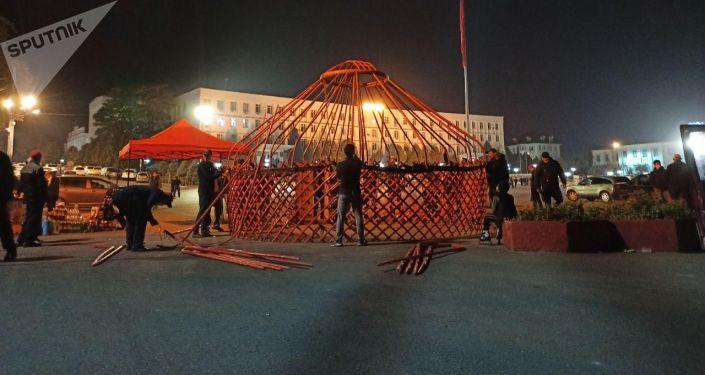 На центральной площади Оша устанавливаются шесть юрт