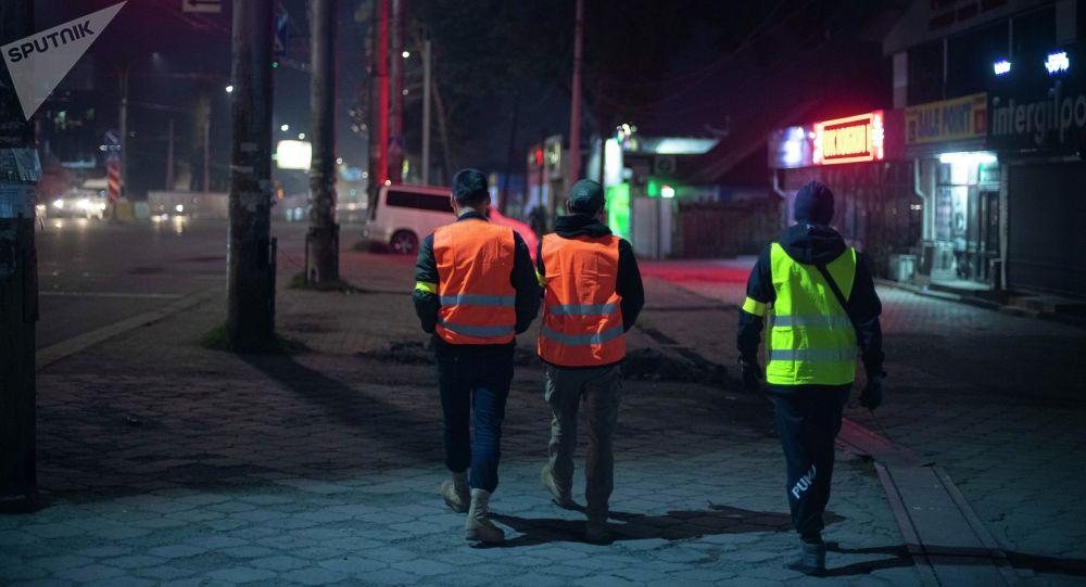 Бишкектеги элдик кошуун түнкүсүн күзөттө турган учурда