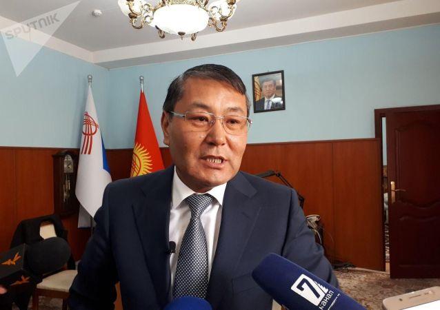 Экс-мэр города Ош Мелис Мырзакматов во время встречи с журналистами в городе Ош. 08 октября 2020 года
