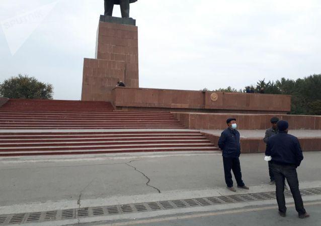 Центральная площадь города Ош после митинга сторонников президента КР Сооронбая Жээнбекова