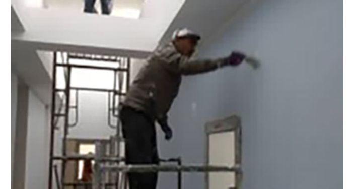 Строительство экспериментальной быстровозводимой инфекционной больницы на 100 койко-мест в Бишкеке близится к завершению. 08 октября 2020 года