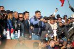 Член партии Бутун Кыргызстан Курсан Асанов выступает на митинге