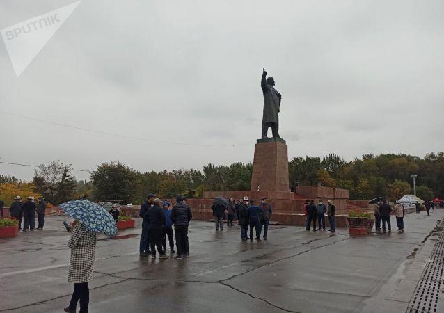 Вид на центральную площадь Оша, где намечается митинг после парламентских выборов. 9 октября 2020 года