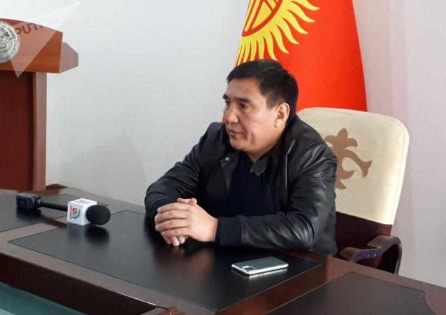 Мэр Оша Таалайбек Сарыбашов на своем рабочем месте после парламентских выборов. 9 октября 2020 года
