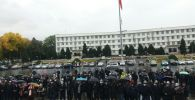Президент Сооронбай Жээнбековду колдогондор бүгүн да Ош шаарынын борбордук аянтына митингге чыгышты