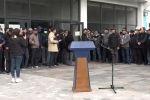 Бүгүн Бишкекте Алмазбек Атамбаевдин тарапташтарынын митинги өттүдө. Анын саат 11де башталары айтылып, бирок түшкү 2ге жылдырылган. Учурда эмне болуп жаткандыгын Sputnik Кыргызстан агенттигинин түз алып берүүсүнөн көрүңүздөр.