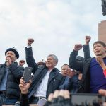 Бывший президент Кыргызстана Алмазбек Атамбаев, бывший депутат ЖК Омурбек Бабанов и бывший премьер-министр Сапар Исаков на митинге сторонников и против ОПГ на площади Ала-Тоо в Бишкеке