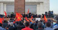 Бишкектеги Ала-Тоо аянтында болгон митингдин катышуучулары