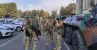 Военная техника и солдаты на площади Ала-Тоо в Бишкеке, перед развод-инструктажем Бишкекского гарнизона с участием всех силовых структур