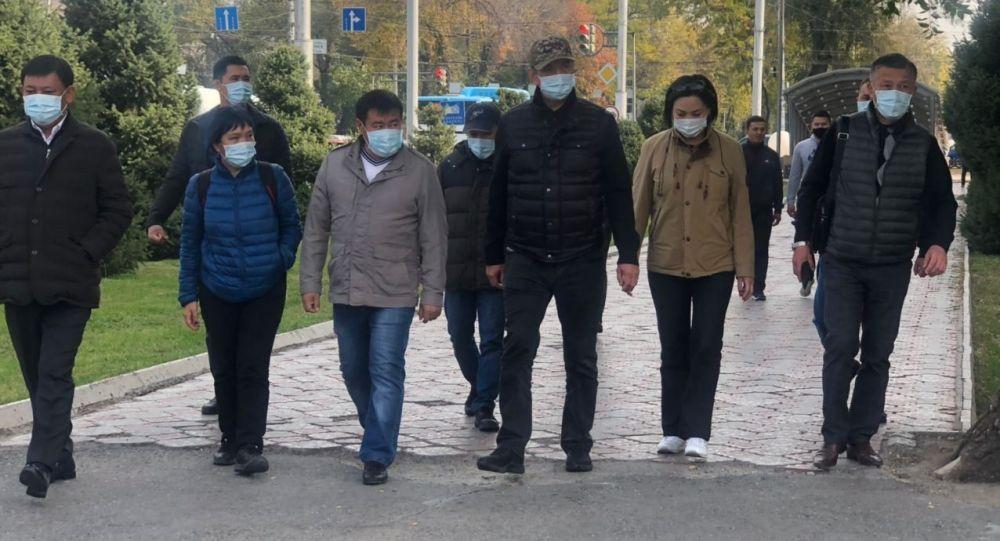 Бишкектин мэри Азиз Суракматов шаарды кайтарууга алган тургундарга ыраазычылык билдирди