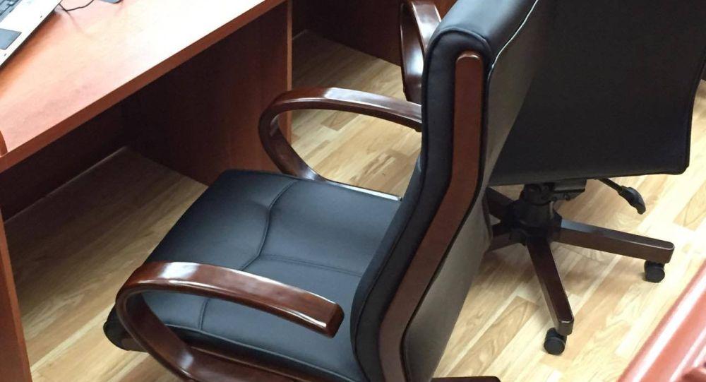 Жогорку Кенештеги кресло. Архив