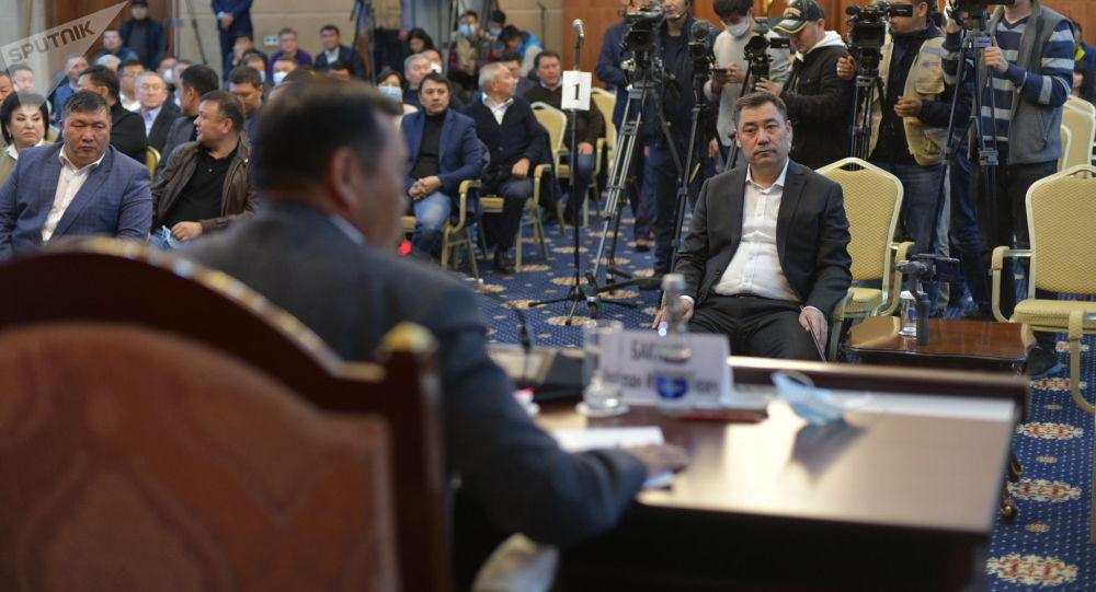 Садыр Жапаров на заседании ЖК в госрезиденции Ала-Арча, где рассматривается кандидатура на пост премьер-министра Кыргызстана