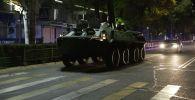 Военная техника патрулирует город, во время действия режима чрезвычайного положения в Бишкеке