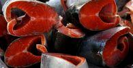 Продажа рыбы на продовольственной ярмарке. Архивное фото