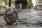 Неразорвавшийся снаряд на улице Степанакерта в Нагорном Карабахе