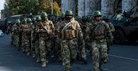 Спецназ на площади Ала-Тоо в Бишкеке. Архивное фото