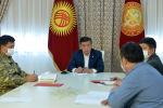 Президент Кыргызстана Сооронбай Жээнбеков на встрече с начальником Генерального штаба ВС КР Таалайбеком Омуралиевым