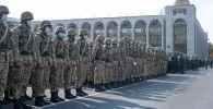 Военнослужащие на площади Ала-Тоо в Бишкеке. Архивное фото