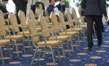 Кресла в конференц-зале. Архивное фото