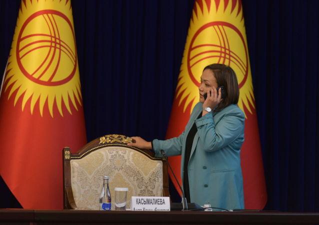 Вице-спикер Жогорку Кенеша Аида Касымалиева в госрезиденции до начала внеочередного заседания Жогорку Кенеша. 13 октября 2020 года