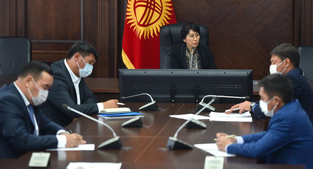 Вице-премьер Аида Исмаилова социалдык блоктогу мамлекеттик органдардын жетекчилери менен кеңешме өткөрдү.