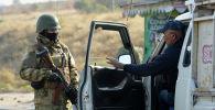Бишкектеги аскер блокпостто турган учурунда