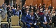 Депутаты во время голосования в госрезиденции Ала-Арча