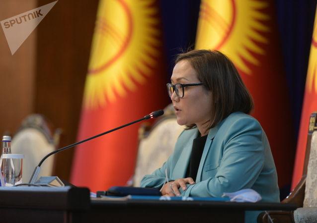 Вице-спикер Жогорку Кенеша Аида Касымалиева в госрезиденции Алар-Арча во время внеочередного заседания Жогорку Кенеша. 13 октября 2020 года