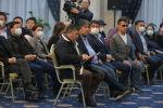 Депутаты во время в госрезиденции Ала-Арча во время внеочередного заседания Жогорку Кенеша. 13 октября 2020 года