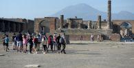Храм Юпитера в городе-музее под открытым небом Помпеи. Архивное фото