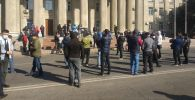 Митинг сторонников Садыра Жапарова на старой площади в Бишкеке, которые требуют отставки президента КР Сооронбая Жээнбекова
